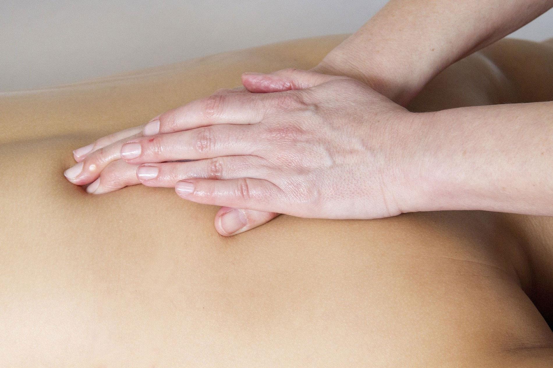 les-sens-de-nelumbo-massage-dos